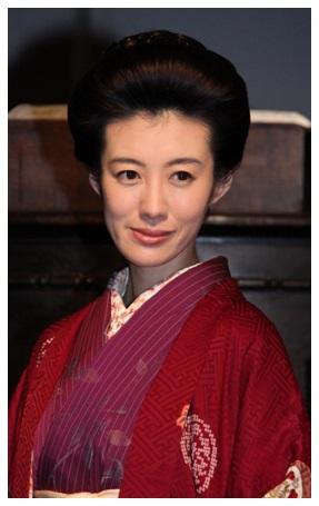 tomosakarie1 ネット上ではドラマに登場直後から、ともさかりえの英語がうまい!とか発音